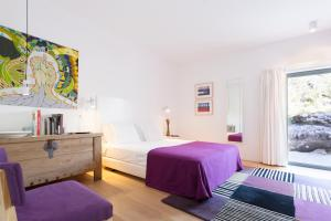 A bed or beds in a room at Quinta das Lavandas