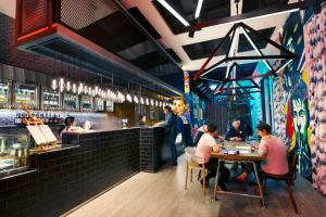 The lounge or bar area at Mojo Nomad Aberdeen Harbour by Ovolo