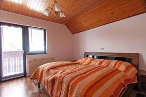 A bed or beds in a room at Apartment Polina