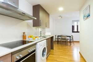 A kitchen or kitchenette at Matarolux 14