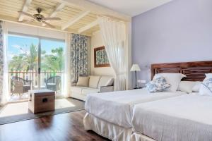 A bed or beds in a room at PortAventura® Hotel Caribe - Includes PortAventura Park Tickets