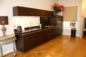 A kitchen or kitchenette at Keizersgracht Residence