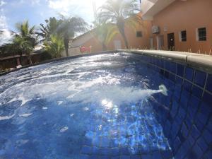 A piscina localizada em Pousada Costa da Riviera ou nos arredores