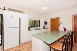 A kitchen or kitchenette at 22 on Nautilus