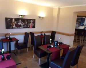 Ein Restaurant oder anderes Speiselokal in der Unterkunft Hotel Eigen