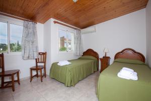A bed or beds in a room at Apartamentos Sunway Tara