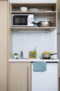 Cuisine ou kitchenette dans l'établissement Aparthotel Adagio Access Bruxelles Europe Aparthotel