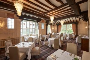 A restaurant or other place to eat at The Manor Elstree