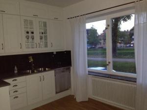 A kitchen or kitchenette at Pråmkanalens Pensionat i Karlstad