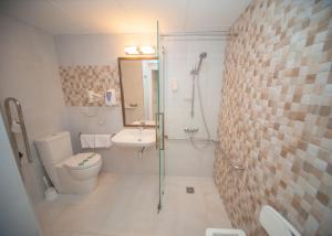 A bathroom at Gran Hotel de Jaca