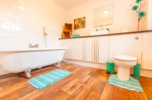 A bathroom at Elm Lodge