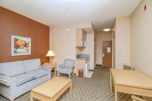 A seating area at Best Western Plus North Las Vegas Inn & Suites