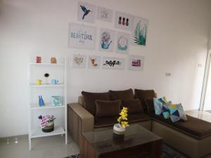 A seating area at Villa Poermira 1