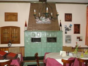 A restaurant or other place to eat at Gasthaus Schwanen