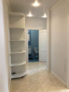 A bathroom at Apartment Zastavskaya 46