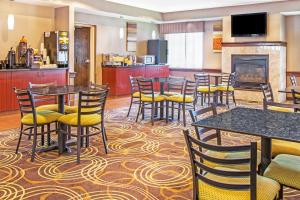 A restaurant or other place to eat at Days Inn by Wyndham Brewerton/ Syracuse near Oneida Lake
