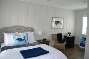 A bed or beds in a room at Riverview Inn