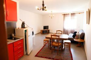 A kitchen or kitchenette at Casa do Prado