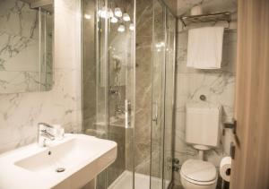 A bathroom at Cardano Hotel Malpensa