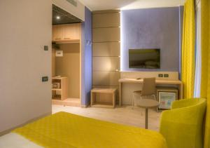 A television and/or entertainment center at Cardano Hotel Malpensa