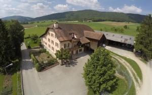 Blick auf Hôtel-Gîte rural à 3 km de Delémont aus der Vogelperspektive