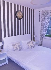 Ein Bett oder Betten in einem Zimmer der Unterkunft Schlossgarten Hotel am Park von Sanssouci