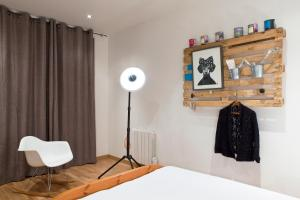 A bed or beds in a room at Off Appartement 2