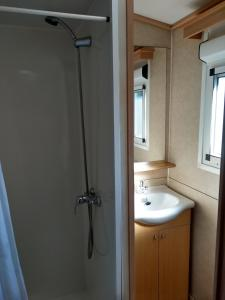 A bathroom at Mobil home las moreras