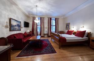 En sittgrupp på Frimurarehotellet; Sure Hotel Collection by Best Western