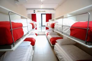 Poschodová posteľ alebo postele v izbe v ubytovaní City Express Hostel