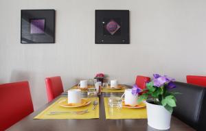 A restaurant or other place to eat at Odalys City Aix en Provence Le Clos de la Chartreuse