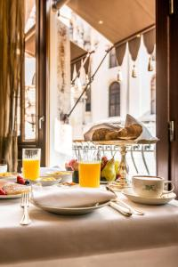 Breakfast options available to guests at Ca Maria Adele