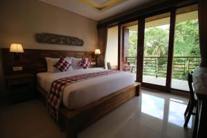A bed or beds in a room at Villa Ubud Sunshine