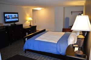 A bed or beds in a room at Cape Shore Inn