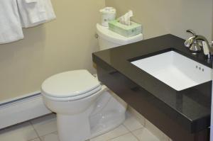 A bathroom at Cape Shore Inn