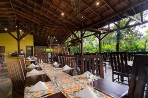 A restaurant or other place to eat at Casa Luna Hotel & Spa