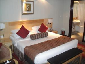 A bed or beds in a room at L'Arabia Hotel Apartments