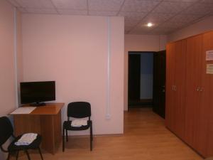 Uma TV ou centro de entretenimento em Montenegro Hotel