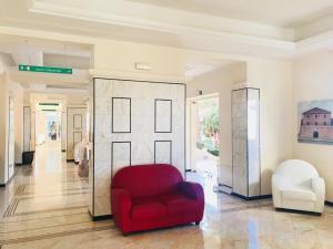 A seating area at Hotel Terme Marine Leopoldo II