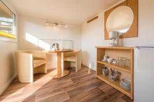 A kitchen or kitchenette at Pension Middel