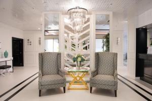 The lobby or reception area at Hotel Cristal Marinha