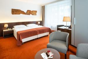 A bed or beds in a room at Austria Trend Hotel Europa Wien