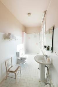A bathroom at Les Chambres de l'Abbaye
