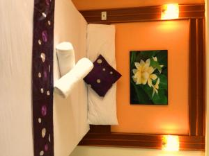A bed or beds in a room at Casa Narinya @ Suvarnabhumi Airport