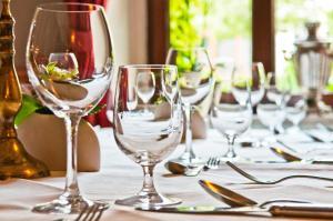 Ein Restaurant oder anderes Speiselokal in der Unterkunft Schlosshotel Schkopau