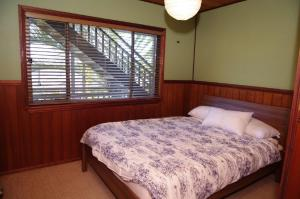 A bed or beds in a room at LaMaison de Shines, 13 Dulconghi Street