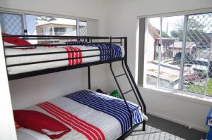 A bunk bed or bunk beds in a room at Adrift, 5B Scott Street
