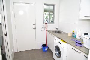A kitchen or kitchenette at Banyula, 103 Neville Morton Drive