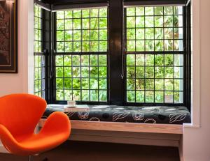 A seating area at The Gallery B&B Olinda