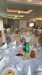Restauracja lub miejsce do jedzenia w obiekcie Pensjonat Nad Jeziorem